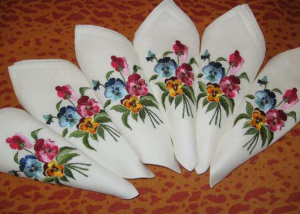 Вышивка на скатертях, салфетках и шторах