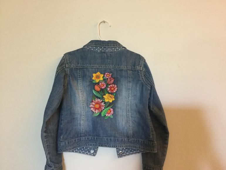 Вышивка на джинсовой куртке